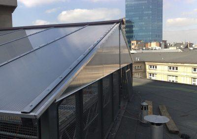 Zadaszenie-dziedzinca-konstrukcja-stalowa,-pokryta-plyta-poliweglanowa