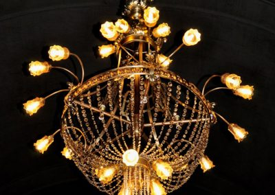 12 Resturation of old brass and cristal chandeliers