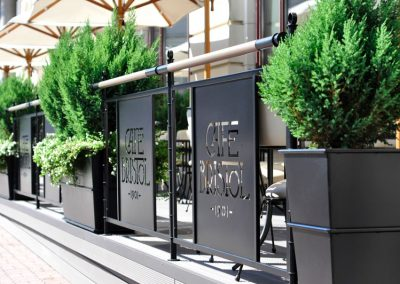 5 Hurdle and flower pots made from powder coated stainless steel