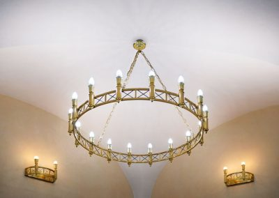 6 Elegant tailor-made brass chandeliers