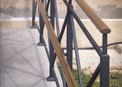 8 Tailor made balustrade from steel and brass