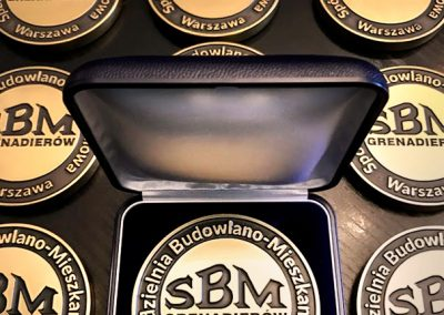 3. Mosiezny elegancki medal pamiatkowy