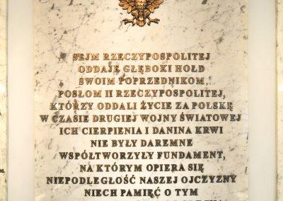 4-Ozdobna-elegancka-tablica-pamiatkowa-ku-czci-poslom-ofiorom-II-Wojny-Swiatowej.